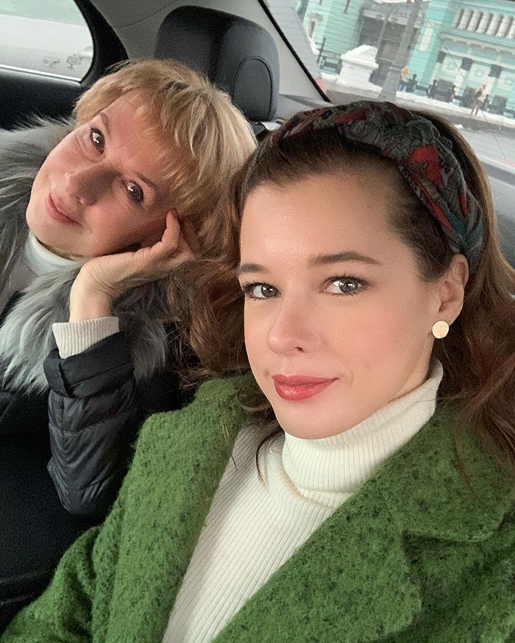 Как две подружки! Екатерина Шпица показала свою маму