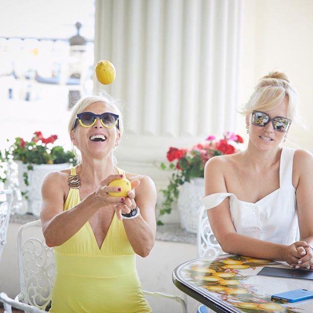 Цвет настроения желтый: Алена Свиридова восхитила ярким образом