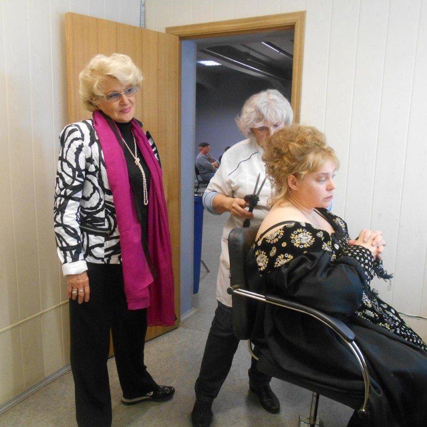 Софью готовят к выходу: Светлана Дружинина показала Ольгу Машную в гримерке