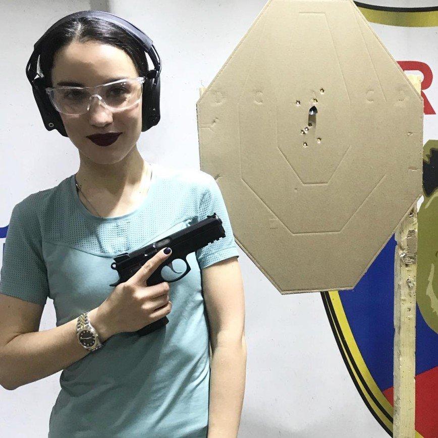 «Опасная женщина»: Виктория Дайнеко продемонстрировала свою меткость