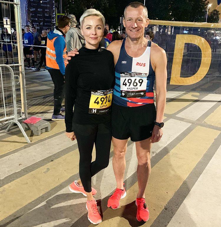 Дарья Повереннова установила личный рекорд на ночном забеге