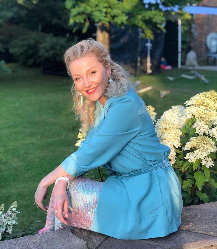 Патчи и сеточка для волос: как выезжает на работу актриса Ольга Медынич