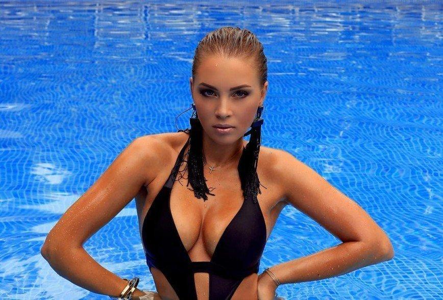 Полина Диброва впервые вышла на подиум с детьми