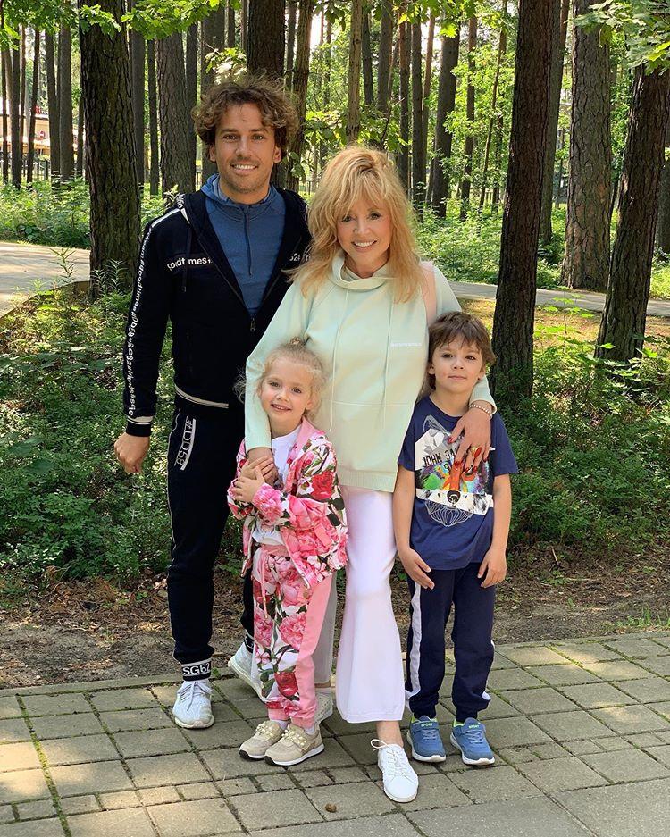 Образцовый отец: Максим Галкин передал горячий семейный привет из Юрмалы