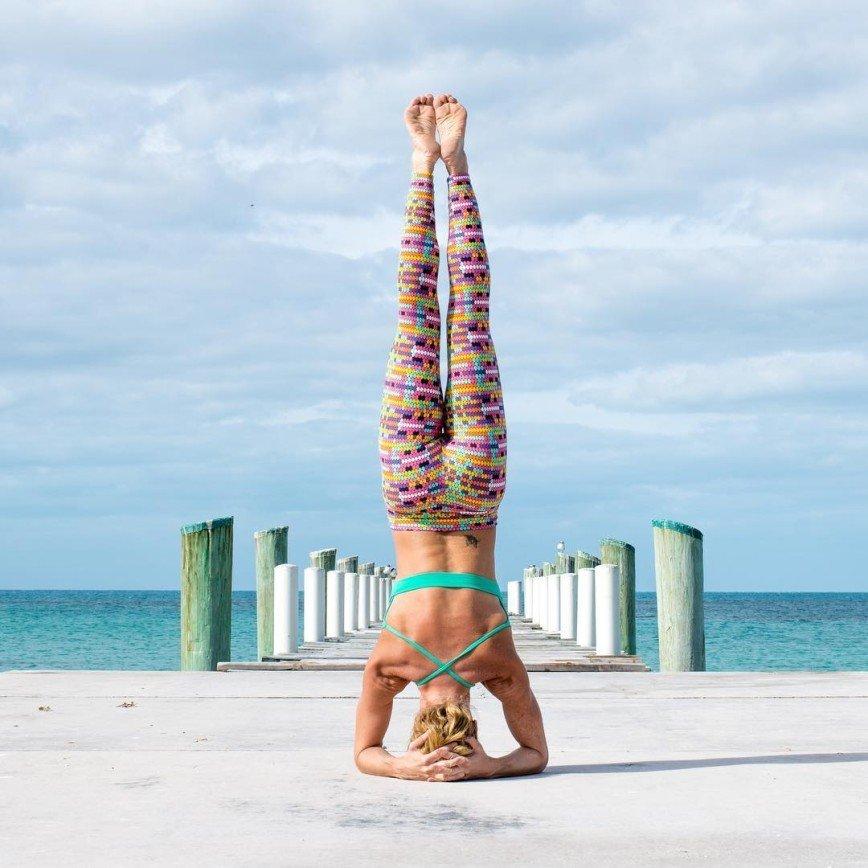 Йога на пляже с Керри Верна