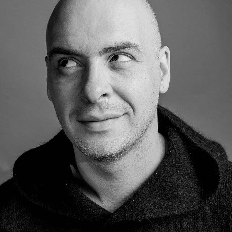 Антон Привольнов просит помощи в приготовлении сырников