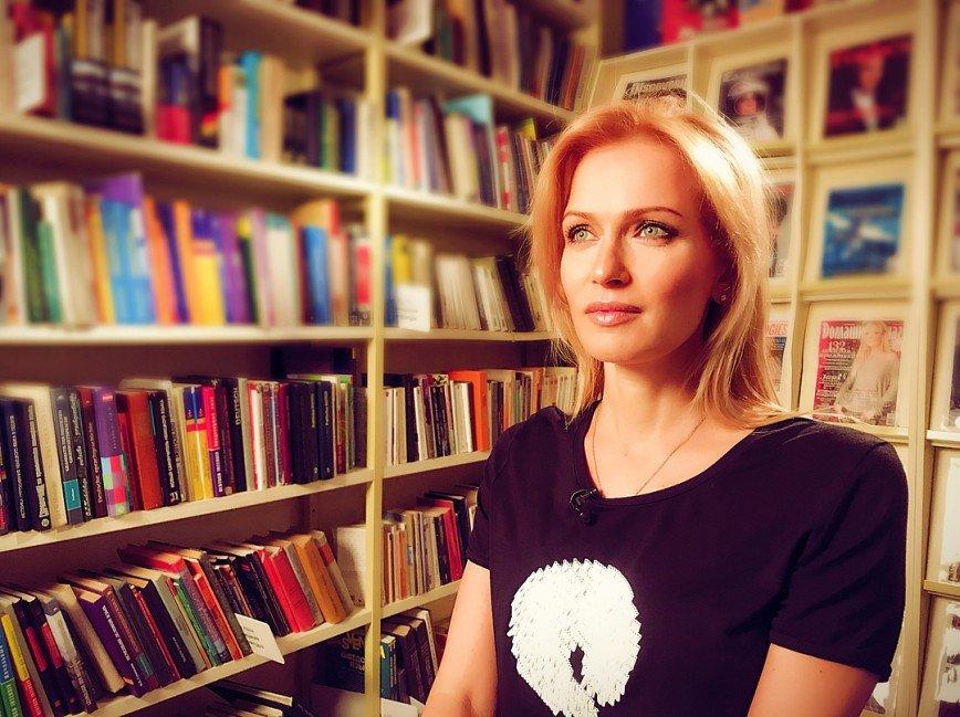 «Какой восхитительный пресс»: фигура 44-летней Судзиловской потрясает фанатов