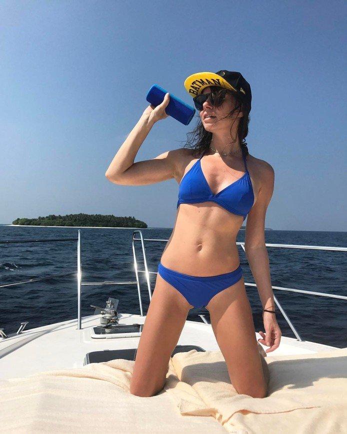 Оксана Лаврентьева в бикини - потрясающее зрелище: 37-летней модели явно не стоит стесняться своего тела: Оксана прекрасно смотрится даже в самом крохотном бикини. Поклонники звезды часто спрашивают