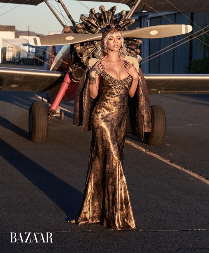 Рианна стала пилотом