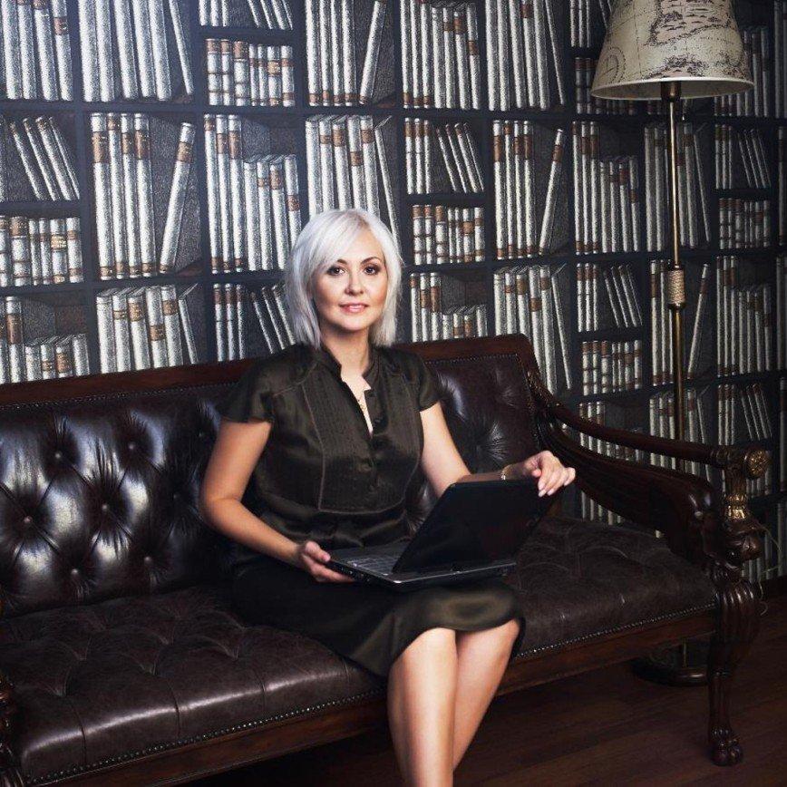 Не спешите отрезать волосы: Василиса Володина советует отложить эксперименты с внешностью