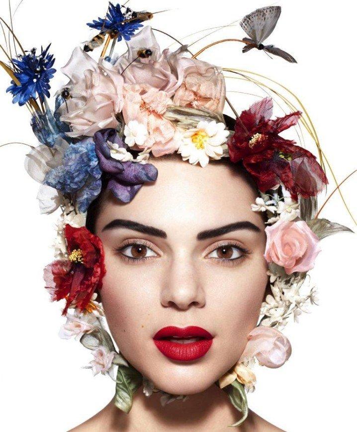 Цветы и перья - главные подруги девушек: