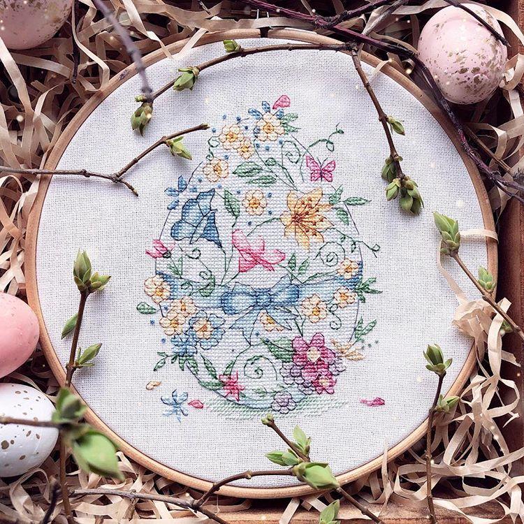 Кролики, яйца и морковь: что рукодельницы вышивают к Пасхе