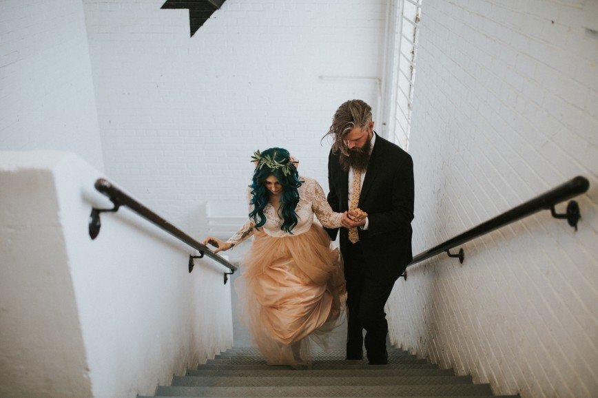 Невеста поднялась с инвалидного кресла прямо перед алтарем