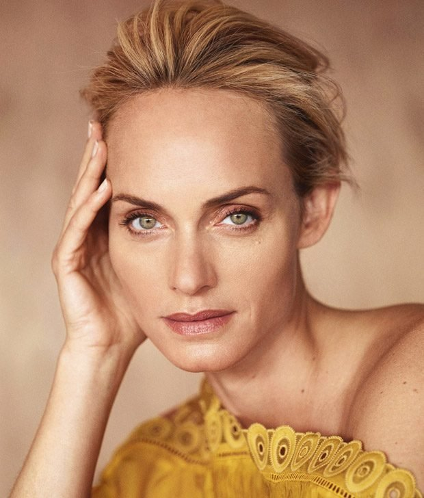 Эмбер Валлетта: красавица в желтом