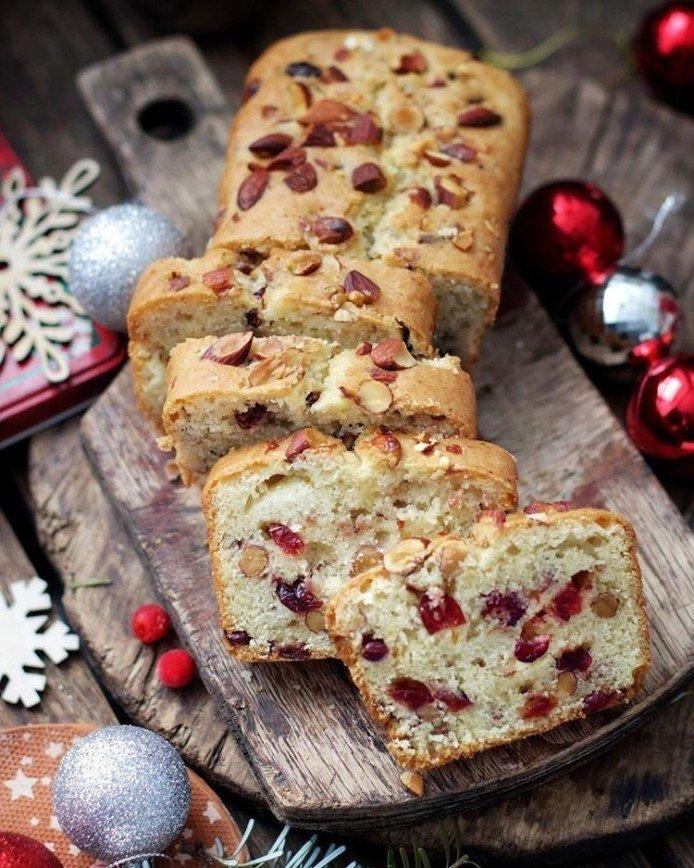 Постный кекс с клюквой и миндалем для новогодних праздников
