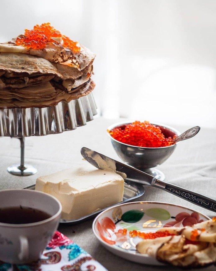 Сковородки к бою: печем блины на Масленицу