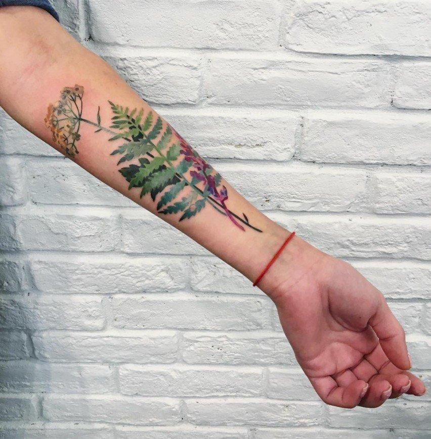 Цветочные татуировки Риты Золотухиной