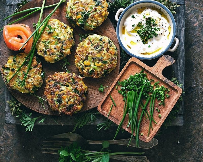 Без мяса: весенние котлетки из цуккини, моркови и зелени
