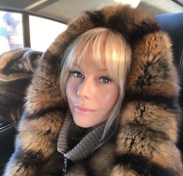 «Очень жизненная история»: Елена Корикова вспомнила свою первую роль в кино