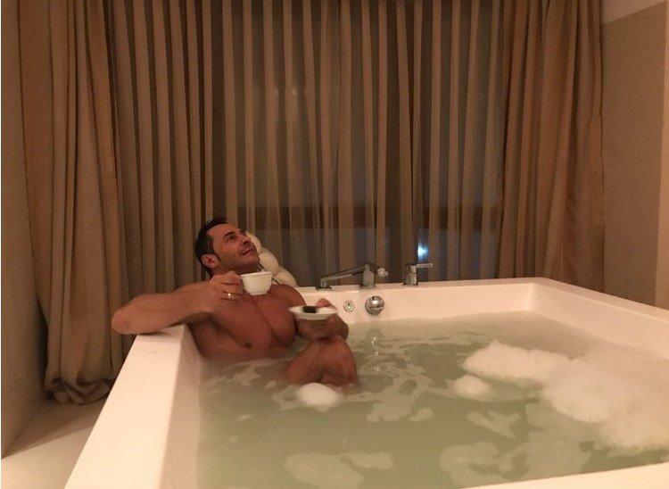 «А пена-то не первой свежести»: Стас Костюшкин отмокает после праздников в ванне