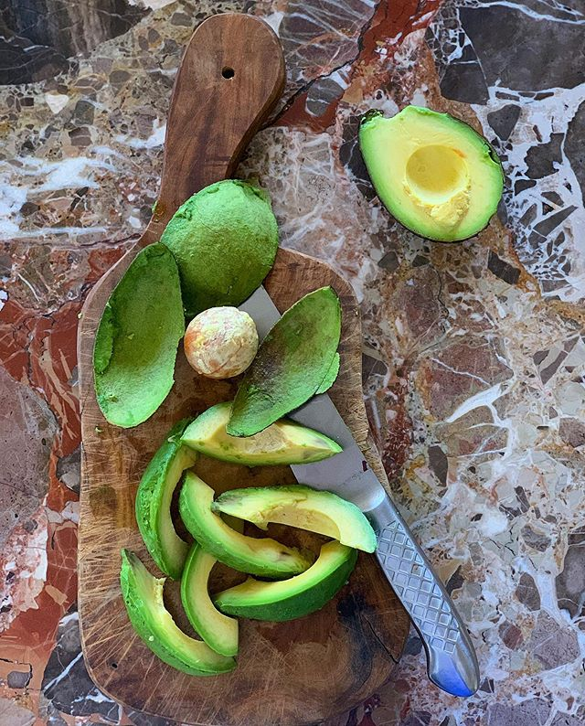 Летний салат с дыней и авокадо от Ники Белоцерковской