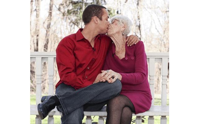 видео пожилой жены
