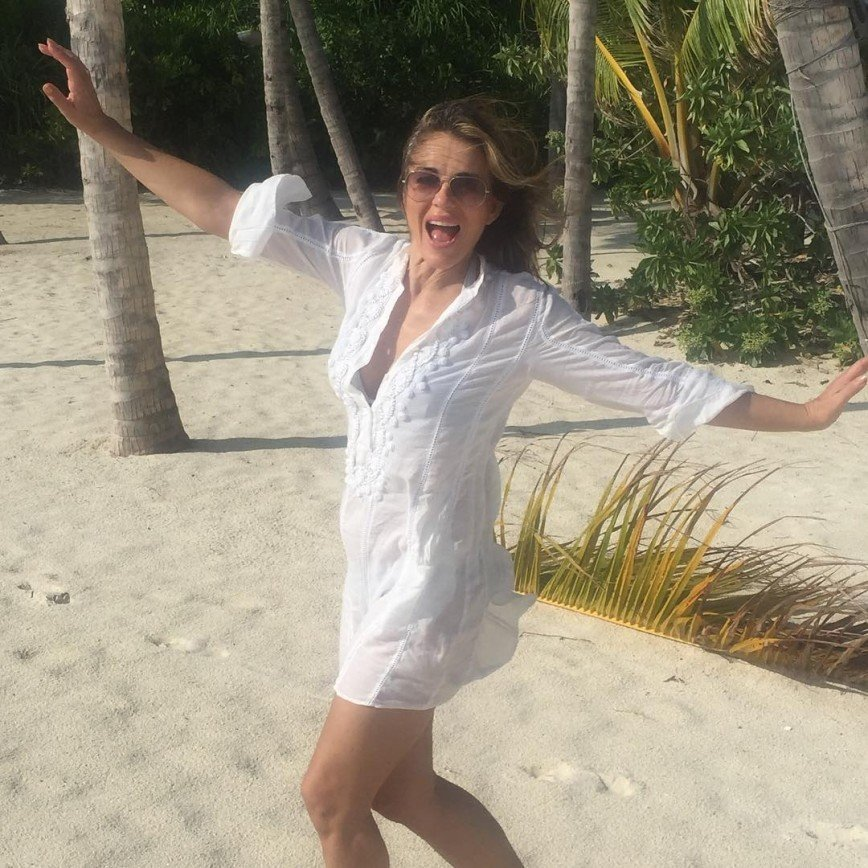 Элизабет Херли хвастается фотографиями в бикини