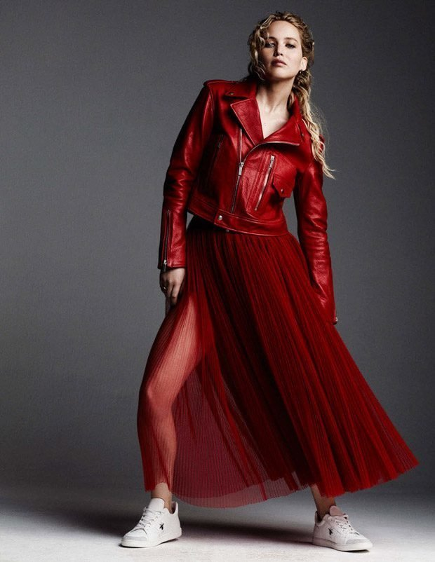 Дженнифер Лоуренс примерила длинные юбки