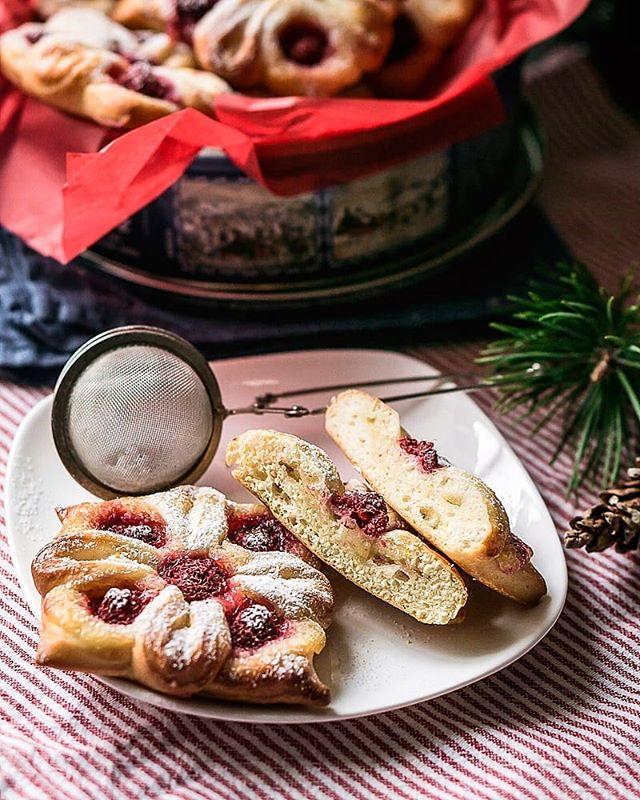 Лимонные булочки с малиной: рецепт для новогодних праздников