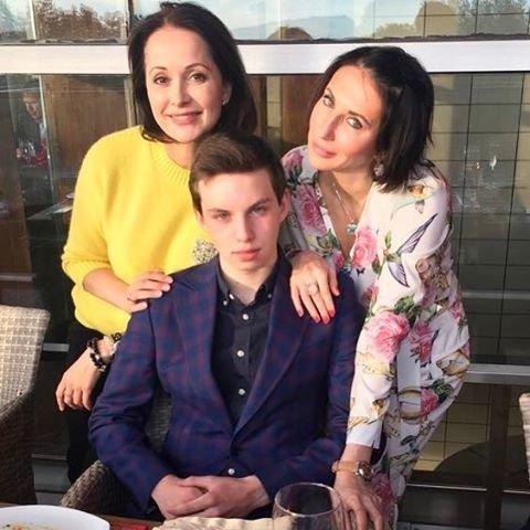 Алика Смехова отпраздновала 17-летие сына