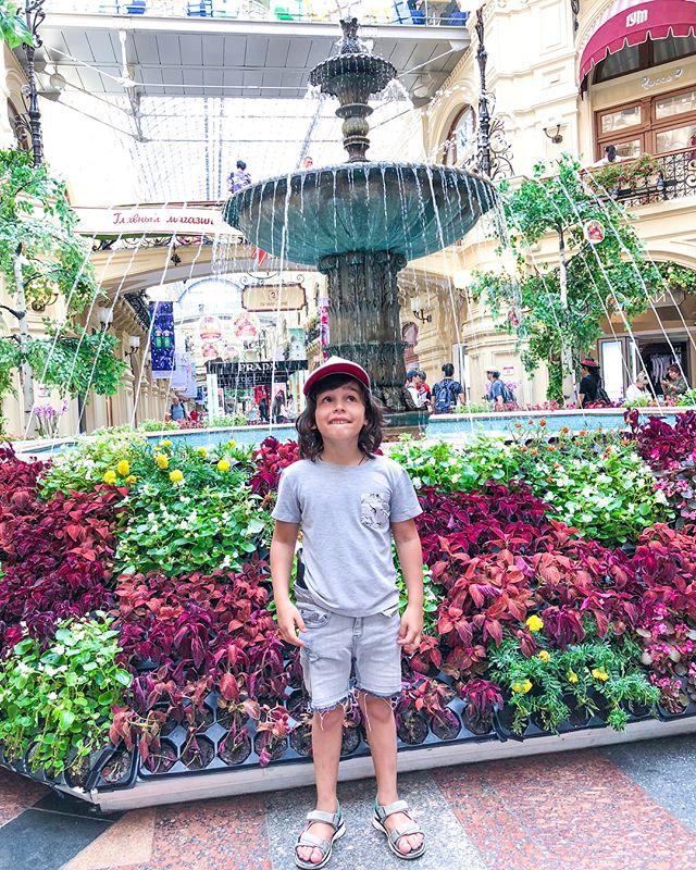Анфиса Чехова показала сыну Красную площадь