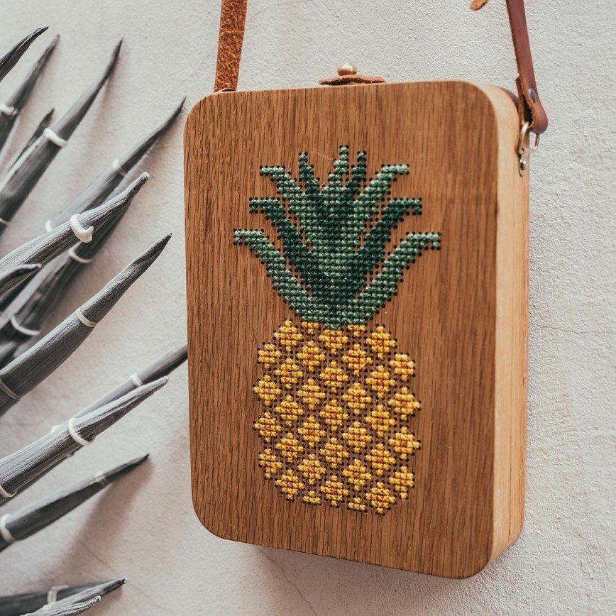 Деревянные сумочки, украшенные вышивкой