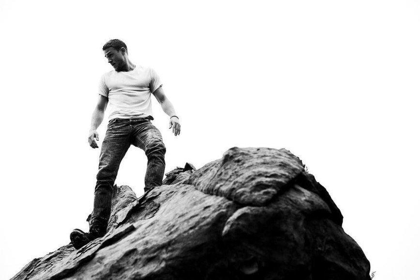 Чарли Ханнэм спустился с гор:
