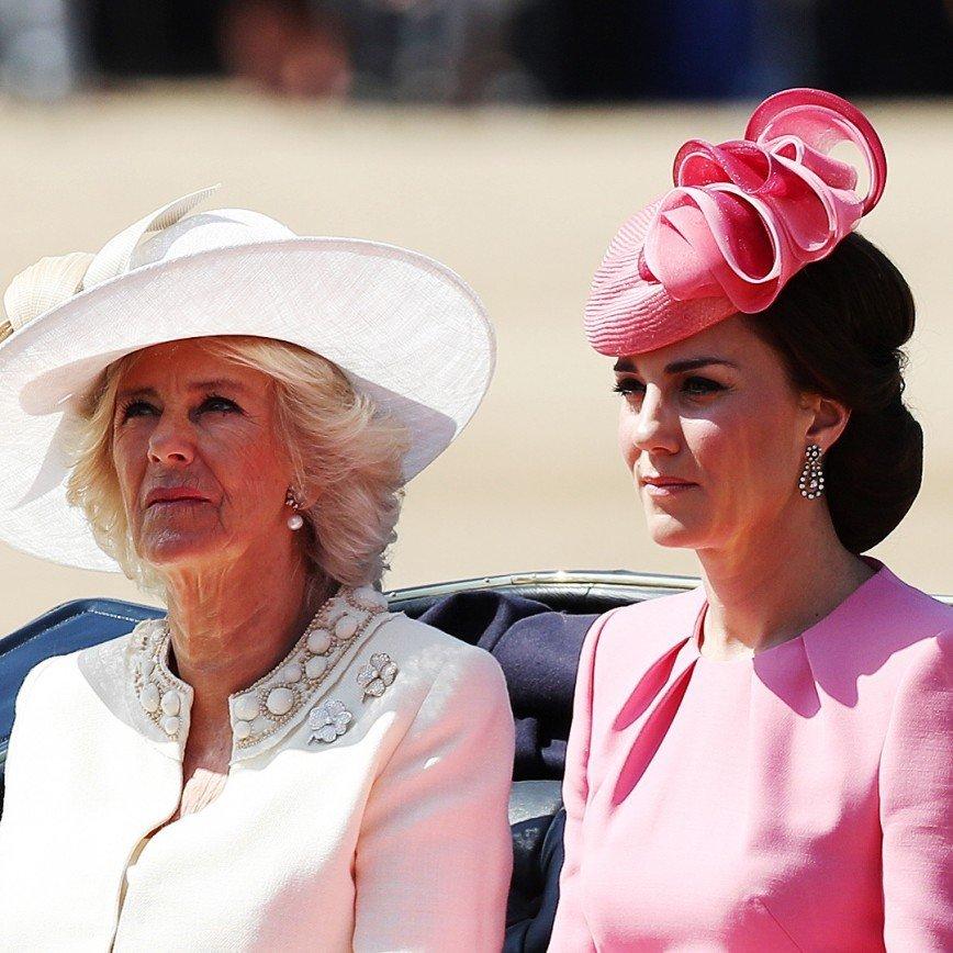 Пользователи заметили кусок ветчины на шляпке Кейт Миддлтон