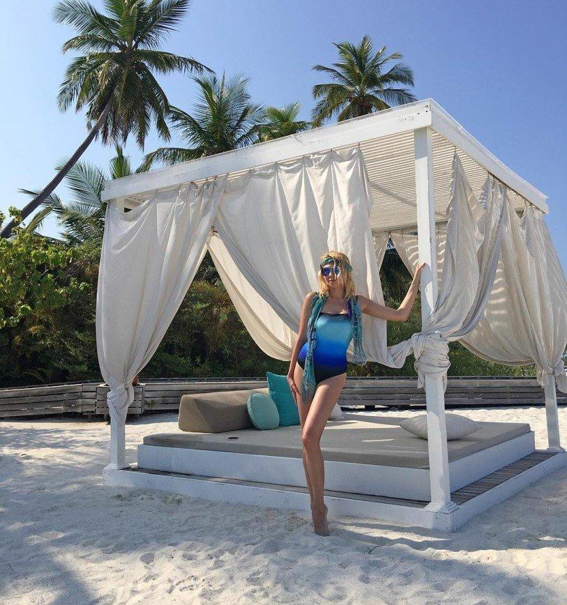 Яна Рудковская демонстрирует фигуру на Мальдивах
