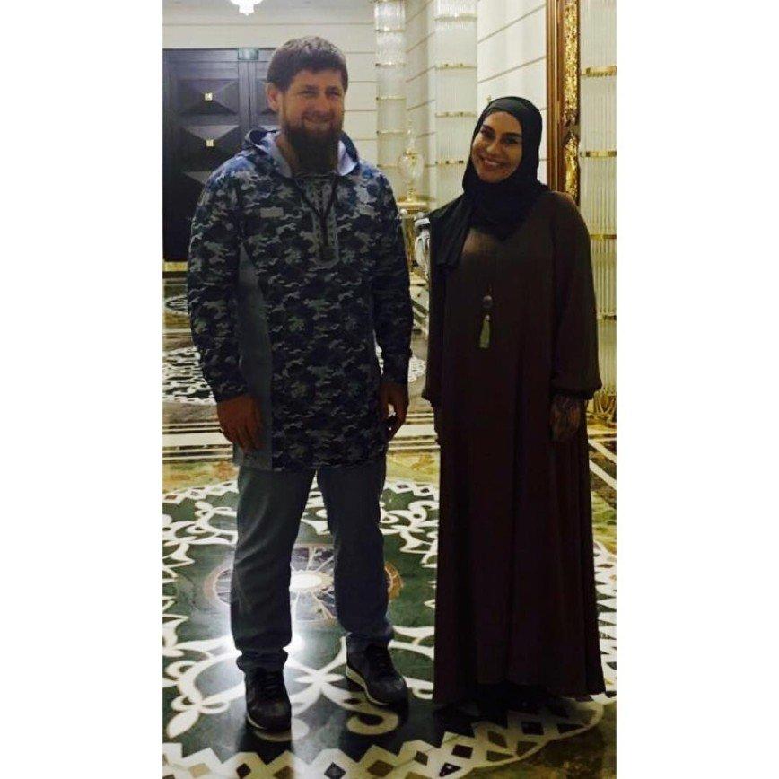 Наргиз Закирова примерила хиджаб