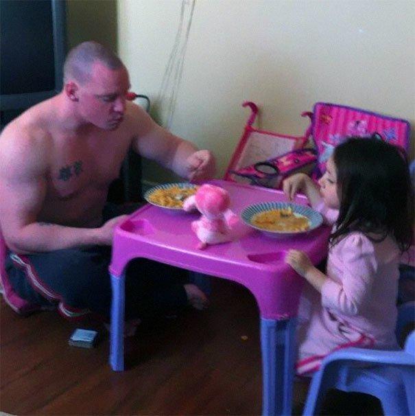 мама и папа учат дочку ебатся фото