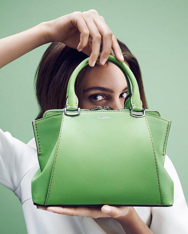 Дом Cartier обновил коллекцию сумок C de Cartier