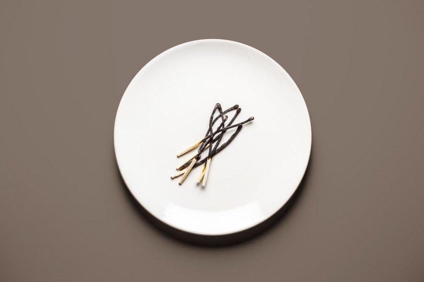 Еда для двоих: что едят беременные женщины: [b]Жженые спички[/b]  [b]Ингредиенты:[/b]  спички 1 пачка  [b]Как готовить:[/b]  1. Жгите спички, желательно не устроив пожар.