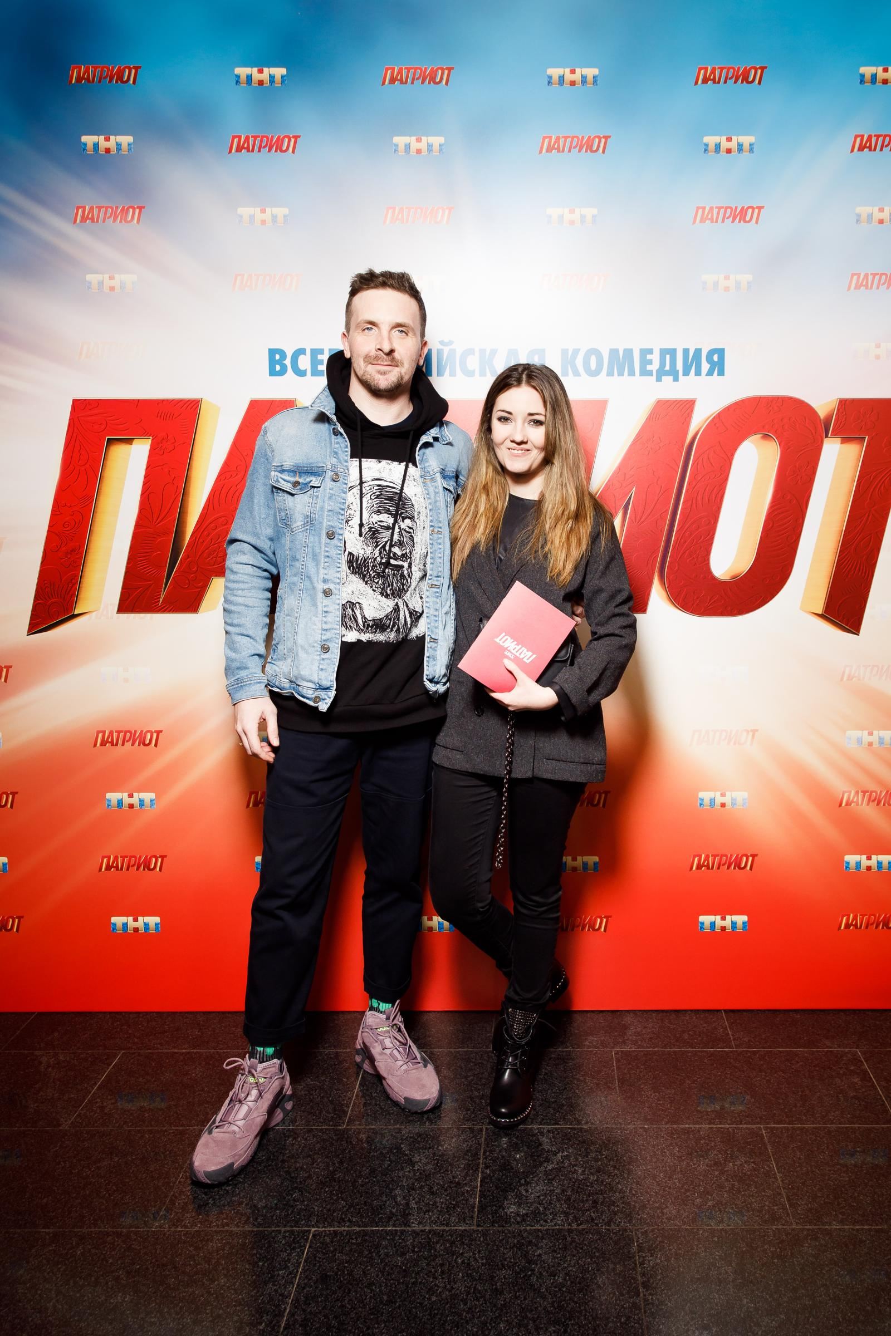 Андрей Черкасов с беременной женой, Роман Гриценко с новой девушкой и другие звезды на премьере сериала «Патриот»