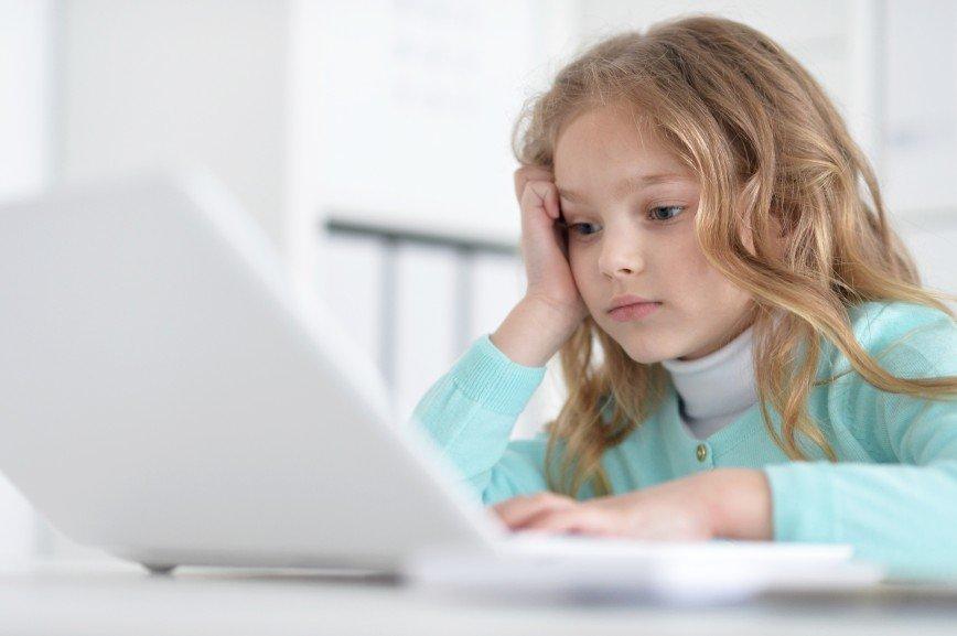 Вне зоны контроля: как родители ломают психику своих детей взрослым контентом