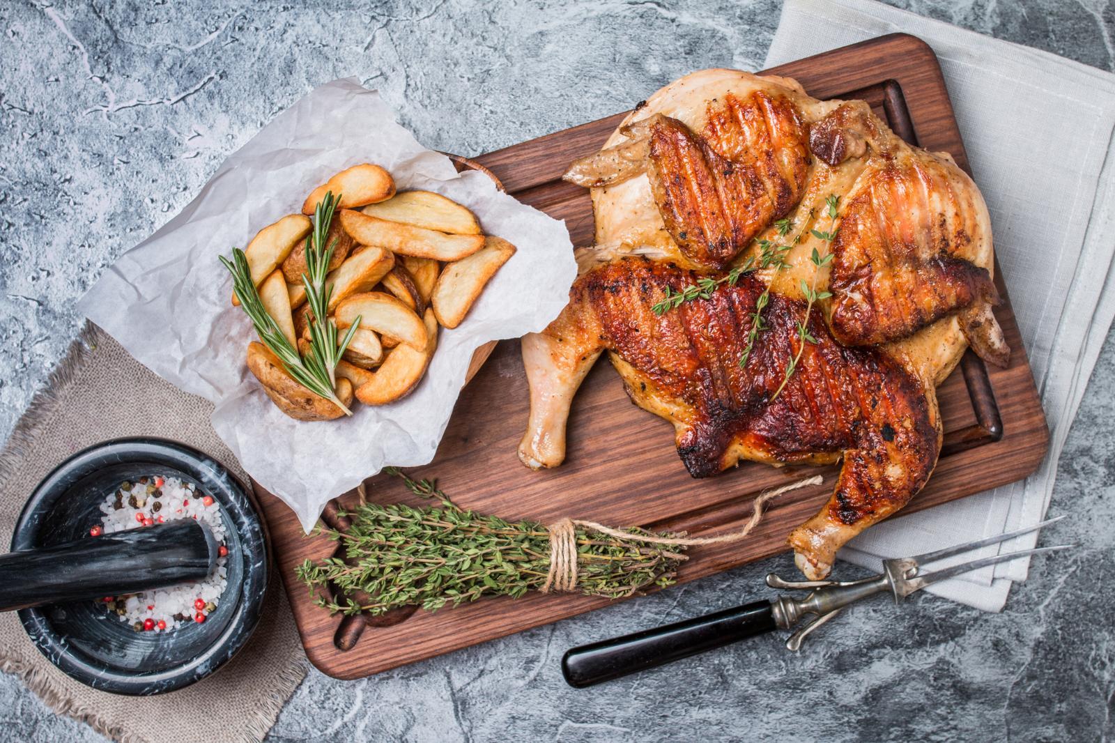 Идеальный! Готовим цыпленка табака по рецепту Раисы Алибековой: [center][b][u]Ингредиенты:[/u][/b]  Курица ~ 1 кг  Масло ~ 3 ст.л.  Чеснок — 3 зубчика  Хмели-сунели — 1/2