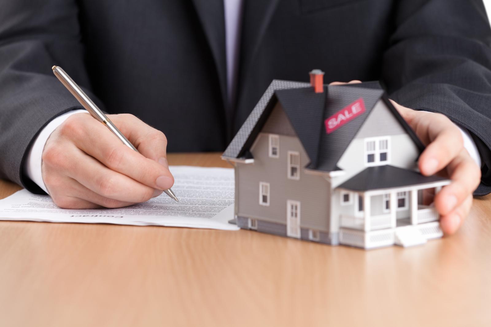 Одинок и при квартире: эксперты выяснили, что ипотеку чаще берут холостяки