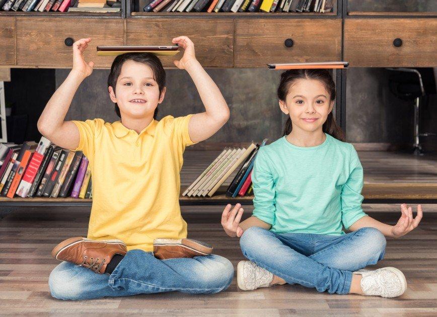 Йога поможет детям справиться со школьным стрессом