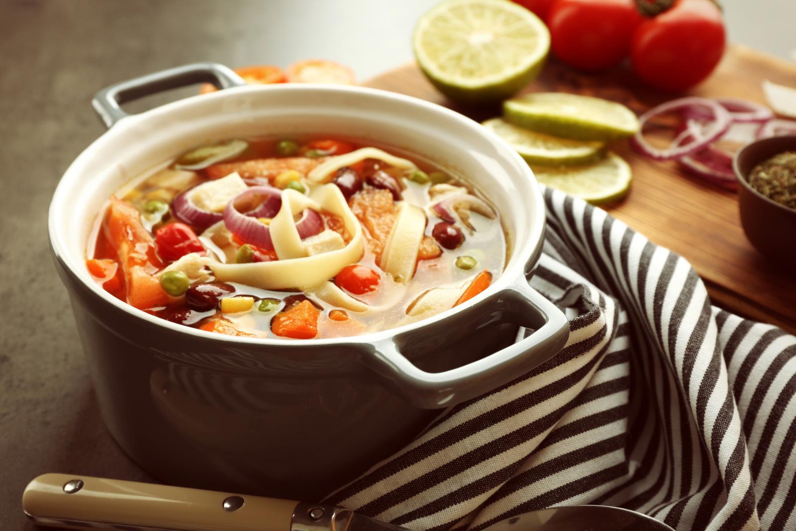 Суп с колбасой и макаронами. Ням-ням!