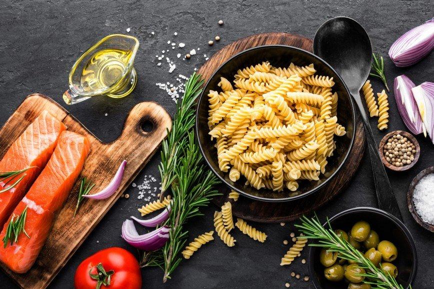 Фузилли с лососем в сливочном соусе: быстрый рецепт от Ники Белоцерковской