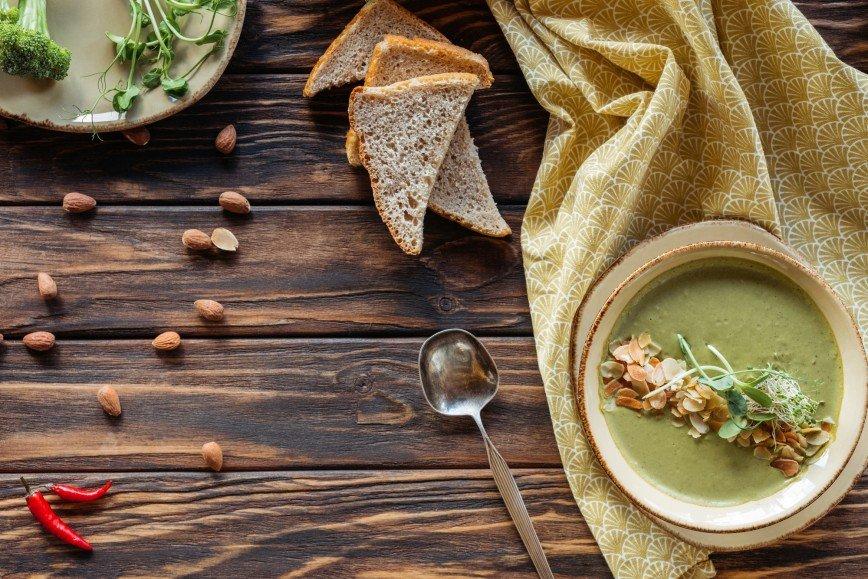 Суп из брокколи на кокосовом молоке: рецепт от Марии Кравцовой