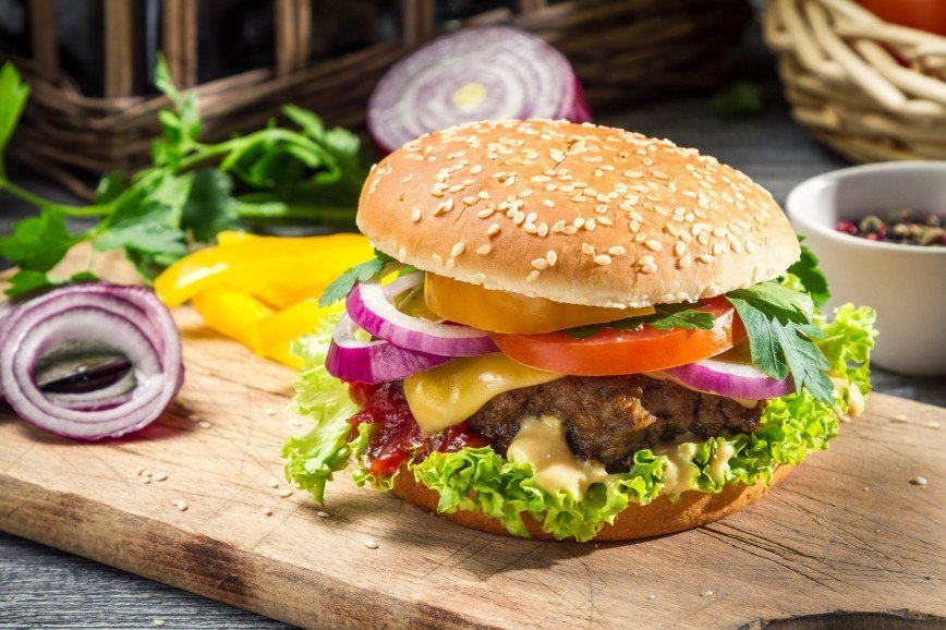Как приготовить сочный бургер за 30 минут: рецепт Раисы Алибековой