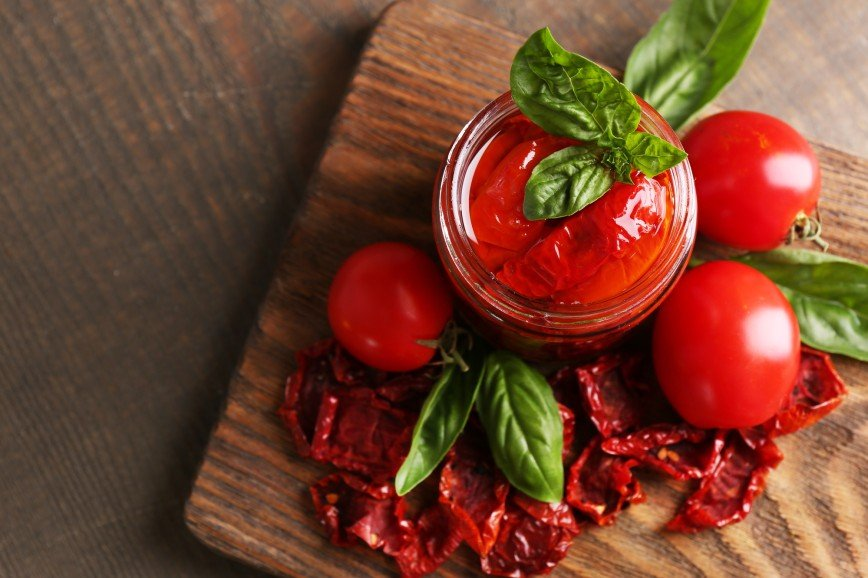 В борщ и не только: как помидоры помогут улучшить цвет лица
