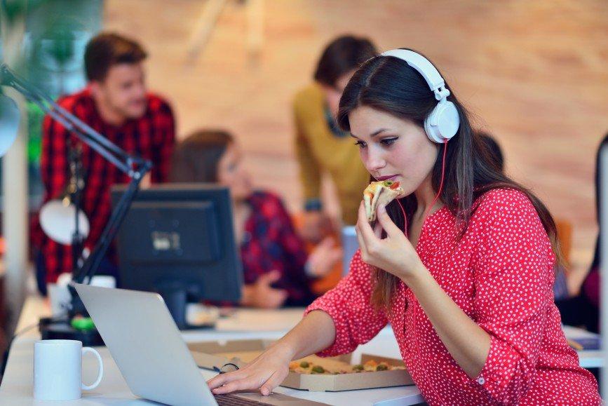 Опасности офиса или Как работа мешает нам худеть